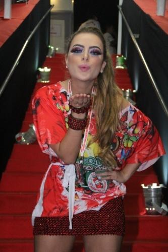2.mar.2014 - Rayanne Morais faz biquinho no camarote no Carnaval do Rio de Janeiro, na Sapucaí
