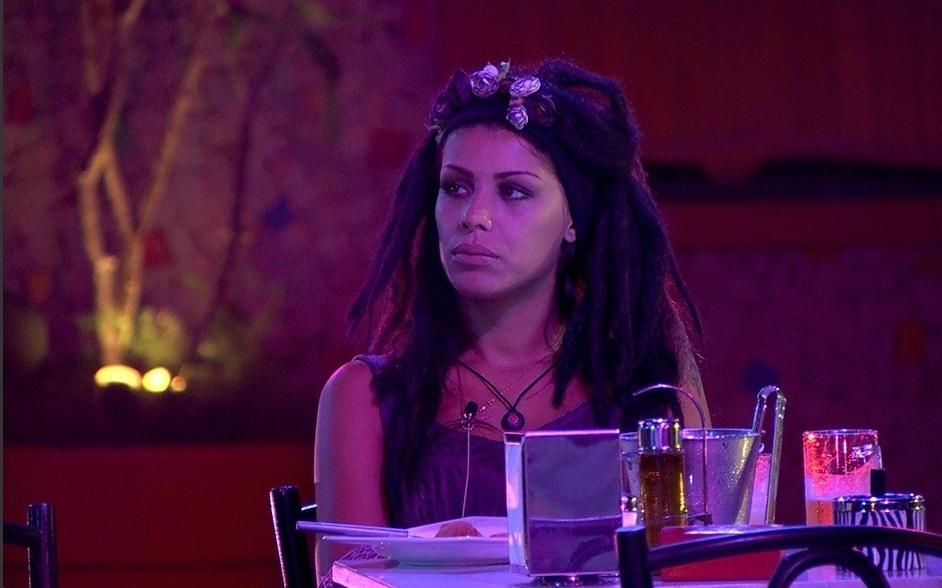 2.mar.2014 - Franciele fecha a cara e Diego critica: