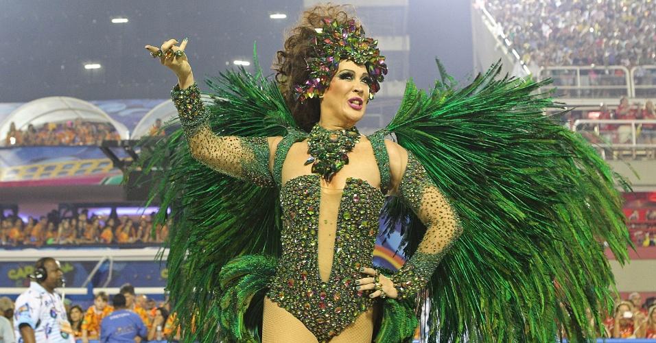 """3.mar.2013 - Cláudia Raia desfila pela Beija-Flor, que traz o enredo """"O Astro Iluminado da Comunicação Brasileira"""""""