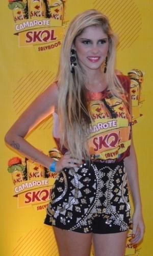 3.mar.2014 - Bárbara Evans curte folia baiana nesta segunda, em Salvador