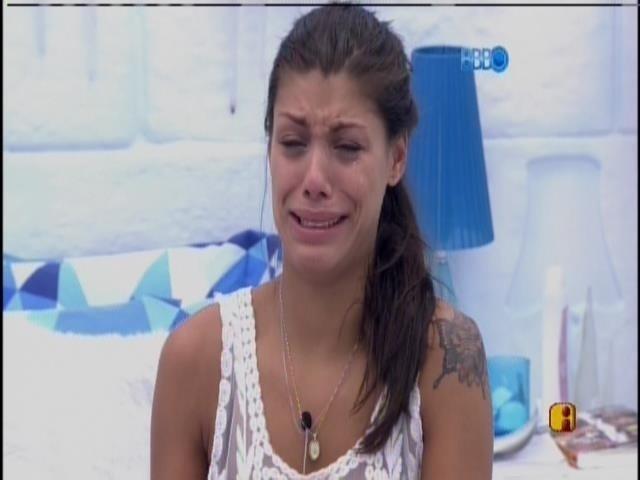 3.mar.2014 - Franciele chora e critica Diego: