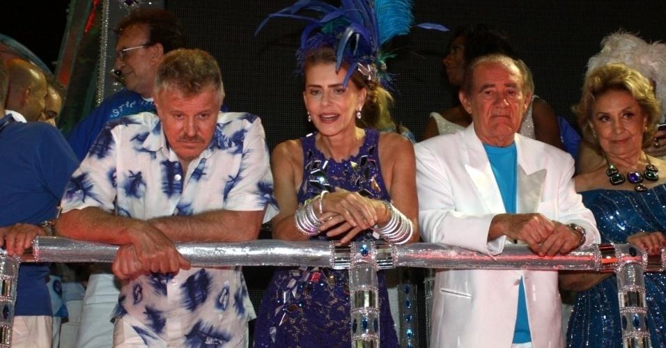 3.mar.2014 - Miguel Falabella, Maitê Proença, Renato Aragão e Eva Wilma se preparam para desfilar pela Beija-Flor, que homenageia Boni