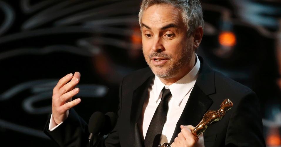 """Alfonso Cuarón recebe Oscar de Melhor Diretor por """"Gravidade"""""""