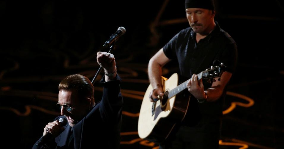 "Banda irlandesa U2 apresenta a música ""Ordinary Love"" Oscar 2014"
