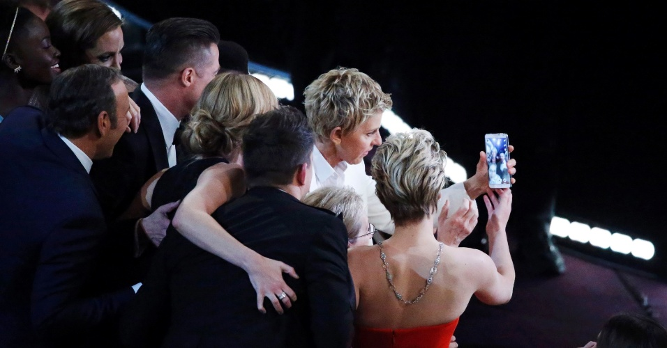 """Ellen DeGeneres faz """"selfie coletivo"""" durante oscar 2014"""