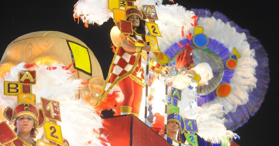 3.mar.2014 - A União da Ilha do Governador entra na avenida com o enredo