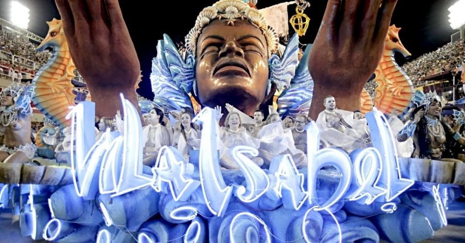 4.mar.2014 - Com 3.700 componentes divididos em 32 alas, a Unidos da Vila Isabel traz sete carros alegóricos mostrar um sertão colorido no Carnaval carioca