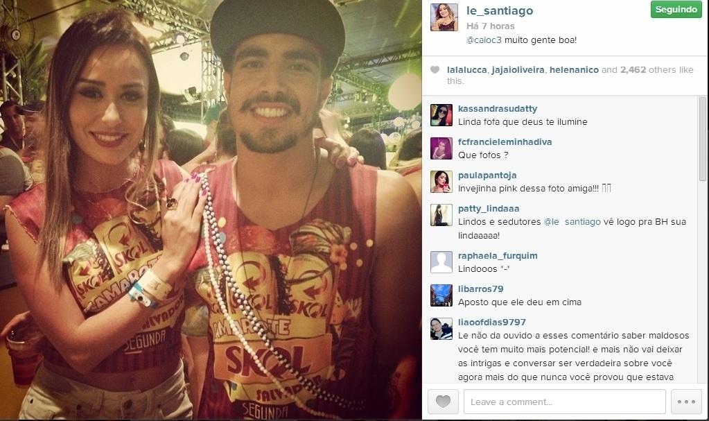 4.mar.2014 - Em Salvador, Letícia encontra o ator Caio Castro na folia.