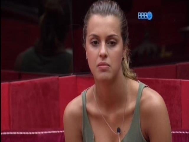 5.mar.2014 - Clara, Tatiele e Angela conversam sobre Aline