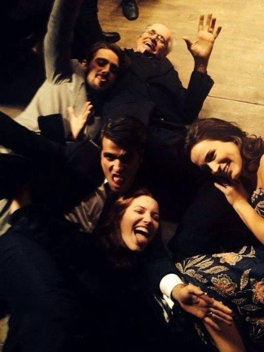 06.mar.2014- Marcos Caruso, Rafael Cardoso, Bruno Gagliasso, Nathália Dill e Bianca Bin se divertem nos bastidores da novela