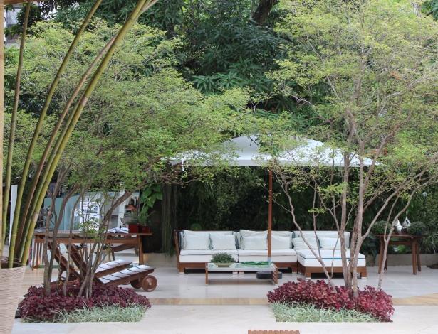 A paisagista Marisa Lima incluiu jabuticabeiras no paisagismo e integrou-os às plantas ornamentais