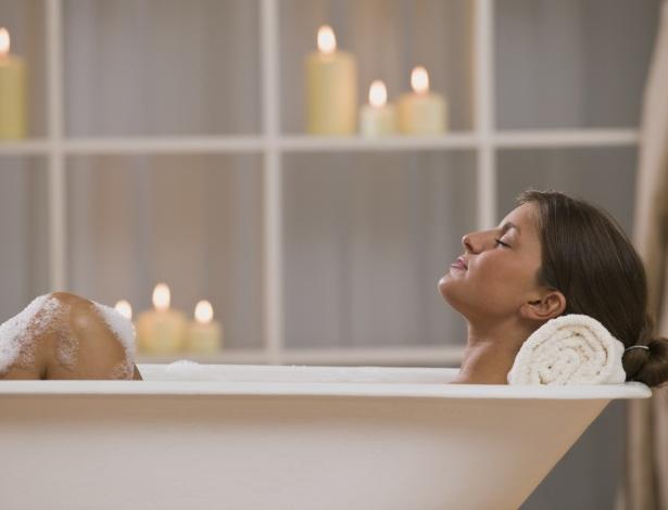 Um simples banho pode ajudar a recarregar as energias ou induzir ao sono