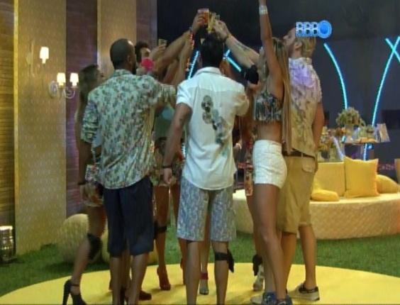 08.mar.2014 - Mães e tias de brothers entram no programa; a pedido de Diego, participantes fazem um brinde a cada uma delas