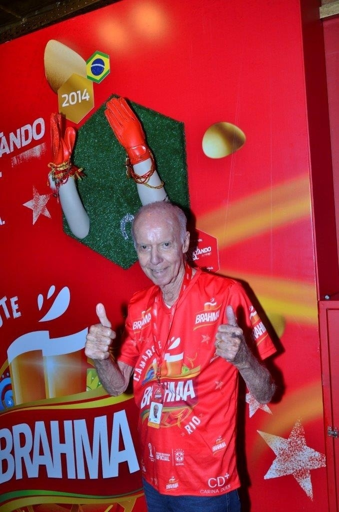 8.mar.2014 - Zagallo na Marquês de Sapucaí. O ex-técnico da seleção brasileira assiste ao desfile das escolas de samba campeãs na noite deste sábado (8), no Rio