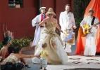 Em pe�a sem palco, atores e p�blico se misturam como se brincassem na rua