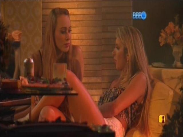 08.mar.2014 - Tatiele diz para Aline que os brother não precisam excluí-la.