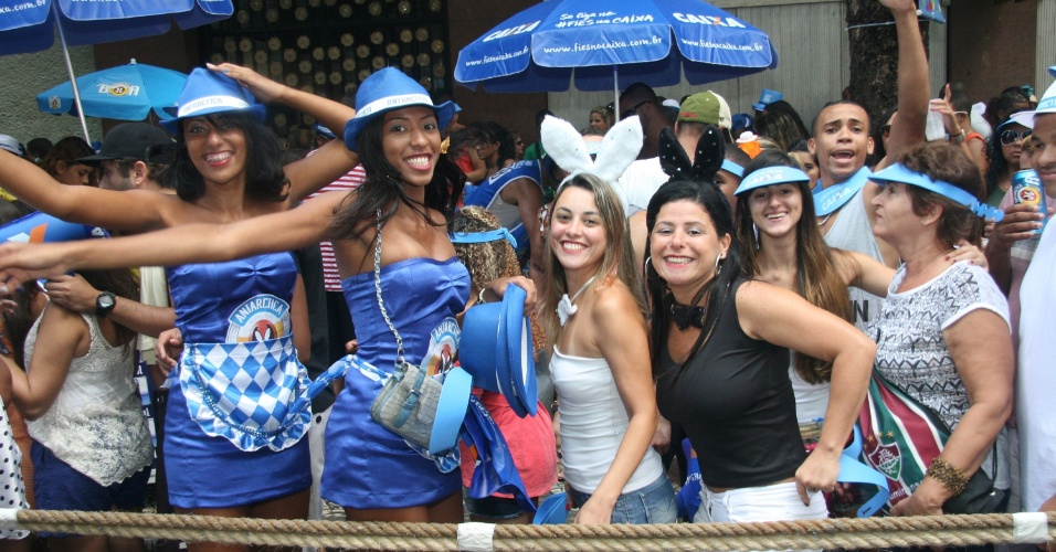 09.mar.2014-  O Monobloco, um dos mais famosos blocos cariocas, desfilou na manhã deste domingo, 9 e arrastou uma multidão para Avenida Rio Branco, no Centro do Rio