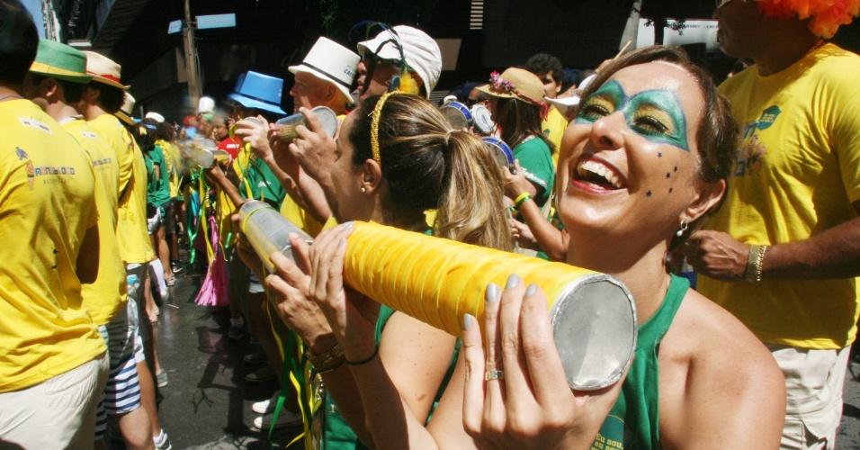 09.mar.2014- O Monobloco, um dos mais famosos blocos cariocas, desfilou na manhã deste domingo (9) e arrastou uma multidão para Avenida Rio Branco, no Centro do Rio