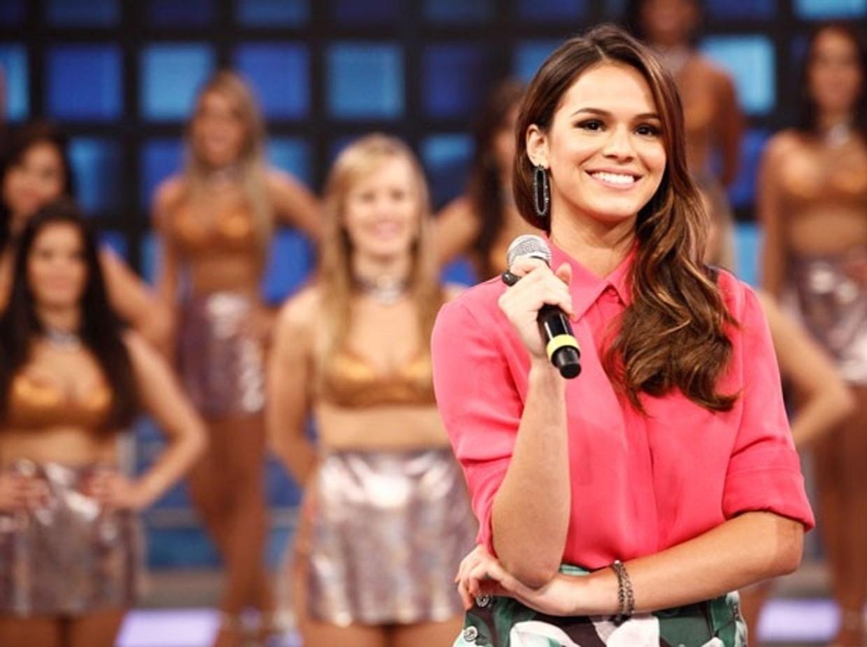 9.mar.2014 - Bruna Marquezine no palco do