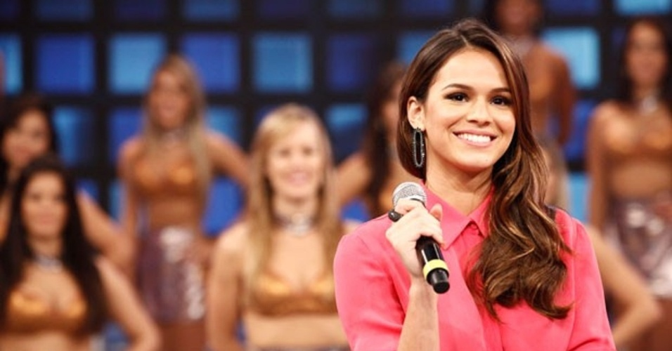 9.mar.2014 - Bruna Marquezine no palco do