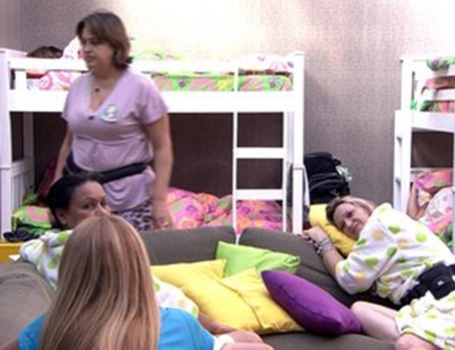 9.mar.2014 - Mães de Tatiele, Diego e Cássio e tia de Valter conversam