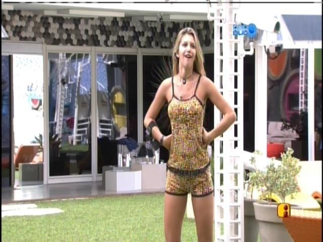 9.mar.2014 - Tatiele conversa com Susi, mãe de Cássio