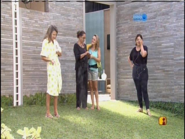 9.mar.2014 -Mães de Cássio, Angela e Marcelo conversam com os filhos