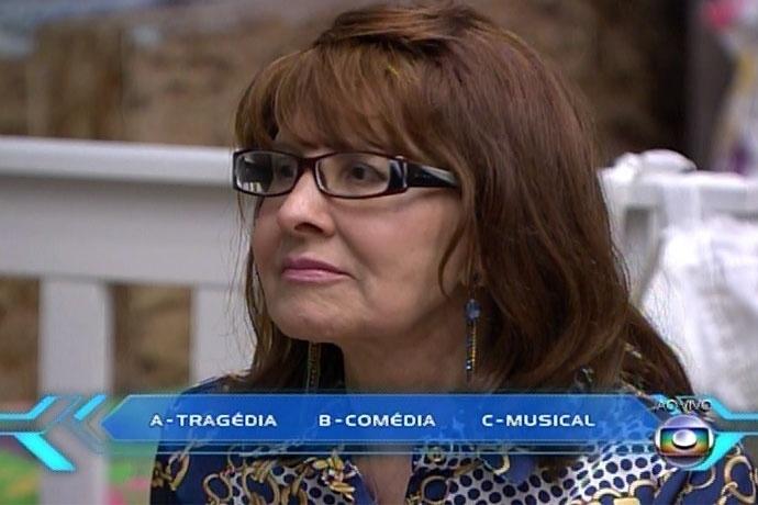 10.mar.2014 - O apresentador Pedro Bial perguntou a Ledi, mãe de Aline, o que a filha gosta mais de interpretar. Ledi respondeu a opção comédia e Aline disse que era tragédia; ao saber que a mãe havia errado, Aline reagiu: