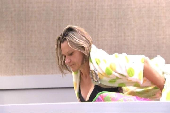 11.mar.2014 - Bel, mãe de Tatiele, desperta cedinho na casa das mães do Big Brother Brasil