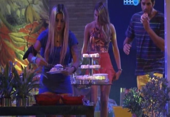 12.mar.2014 - Brothers participam da Festa Brasileira, mas estão apreensivos querendo saber se as mães já saíram do programa