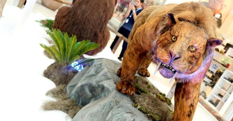 """Até 30 de março, o Shopping Tamboré, na Grande São Paulo, exibe réplicas em tamanho real de animais que viveram na era glacial na exposição """"Gigantes da Era do Gelo""""."""
