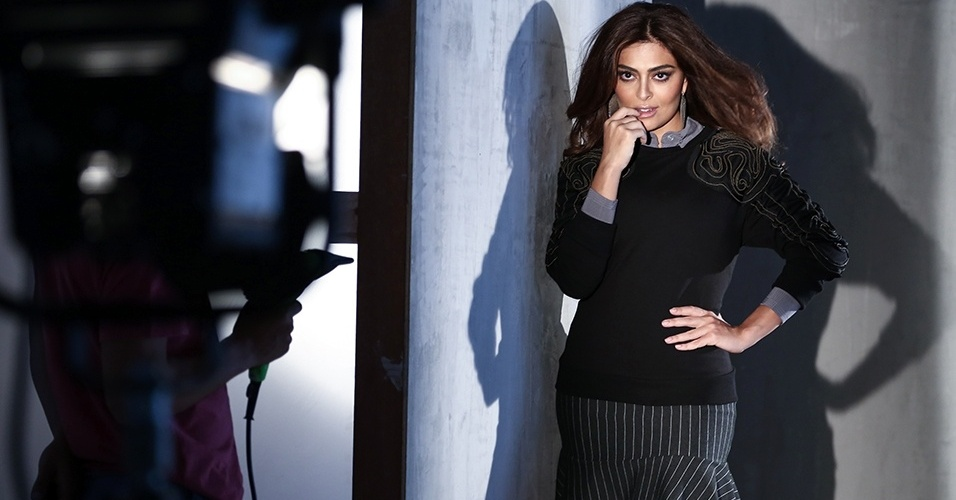 Juliana Paes posa para a campanha do shopping Mega Polo Moda