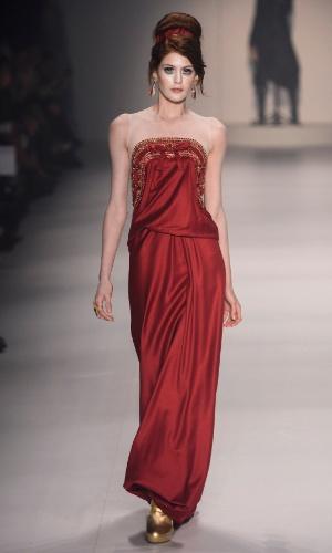 4820bf612 Veja modelos de vestidos de festa confeccionados com o tecido tule illusion.