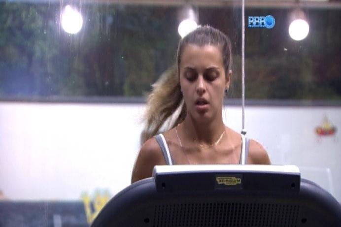 14.mar.2014 - Angela critica ciúmes de Marcelo e diz que brother é
