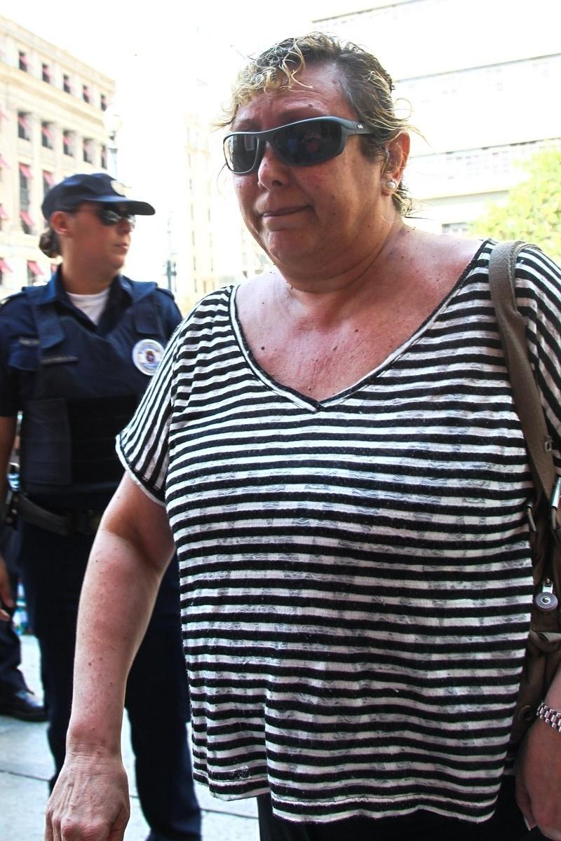 14.mar.2014 - Barbara Goulart chega ao velório do pai, o ator Paulo Goulart, que morreu aos 81 anos, vítima de câncer. O corpo está sendo velado no Theatro Municipal em São Paulo