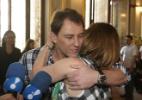 Abraçados, Beth Goulart e Paulo Goulart Filho agradecem carinho do público - Leo Franco e Thiago Duran / AgNews