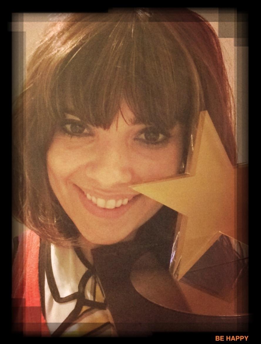 14.mar.2014 - Selfie da atriz Vanessa Giácomo com o troféu holofote