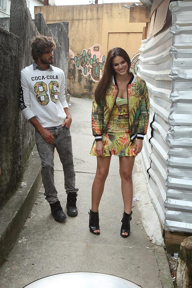 Bruna Marquezine e Marlon Teixeira estrelam campanha da Coca Cola Jeans