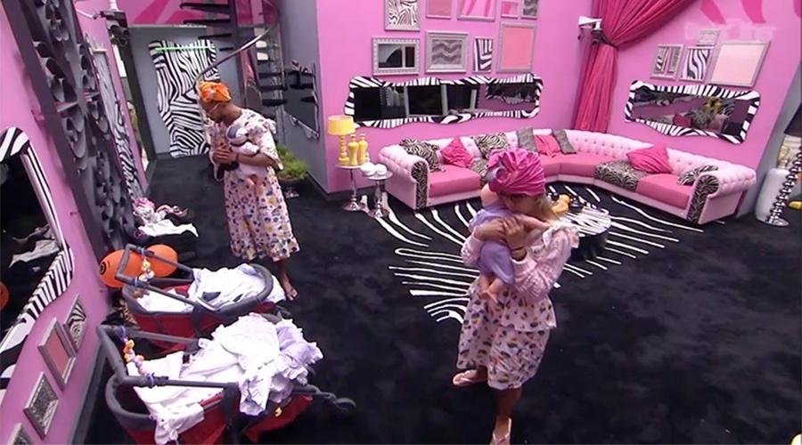 15.mar.2014 - No início da manhã de sábado (15), Vanessa e Valter são acordados para cumprir castigo do monstro
