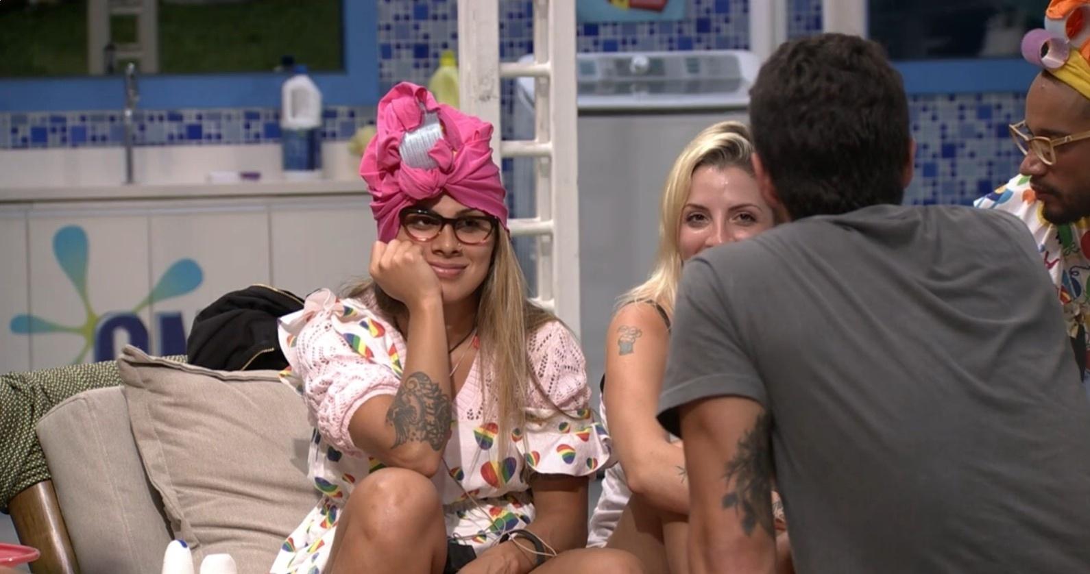 15.mar.2014 - no jogo, Marcelo pergunta a Clara se ela continuará a relação com Vanessa fora da casa