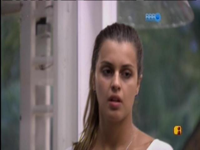 15.mar.2014 - Valter e Angela especulam que Tatiele pode ficar com Diego em festa neste sábado (15).