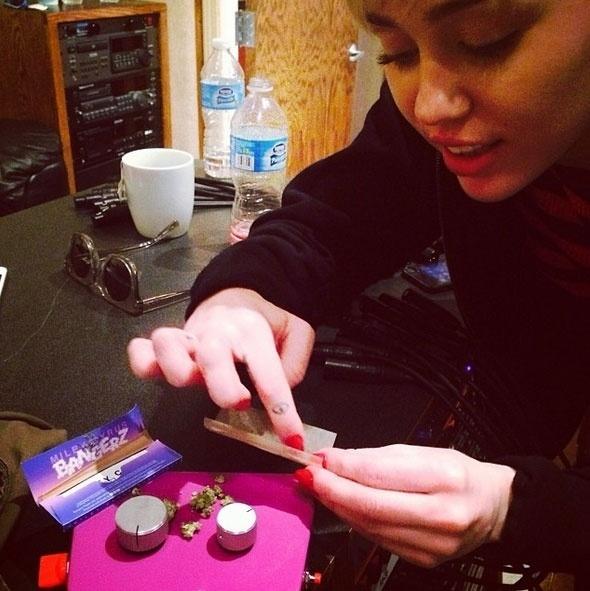 17.mar.2014 - Cantora Miley Cyrus grava cover dos Beatles junto ao Flaming Lips
