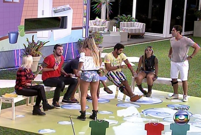 17.mar.2014 - Durante intervalo, Cássio e Marcelo discutiram ainda como reflexo; Tatiele também interveio e defendeu o paranaense mais uma vez