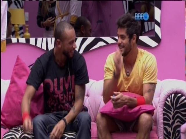 17.mar.2014 - Valter e Diego são sorteados para fazerem as compras da semana.