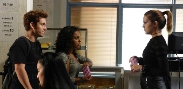 """Em """"Malhação"""", Anita decide investigar quem filmou sua primeira vez com Ben"""
