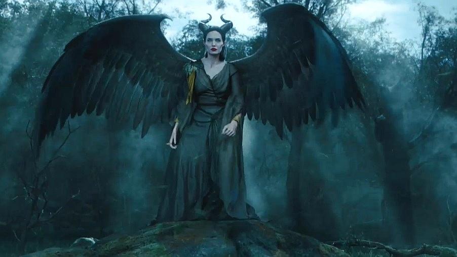 Angelina Jolie exibe asas em novo trailer de