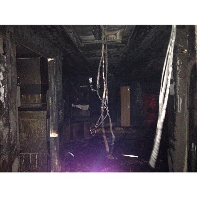 Foto do interior do ônibus de Miley Cyrus que pegou fogo