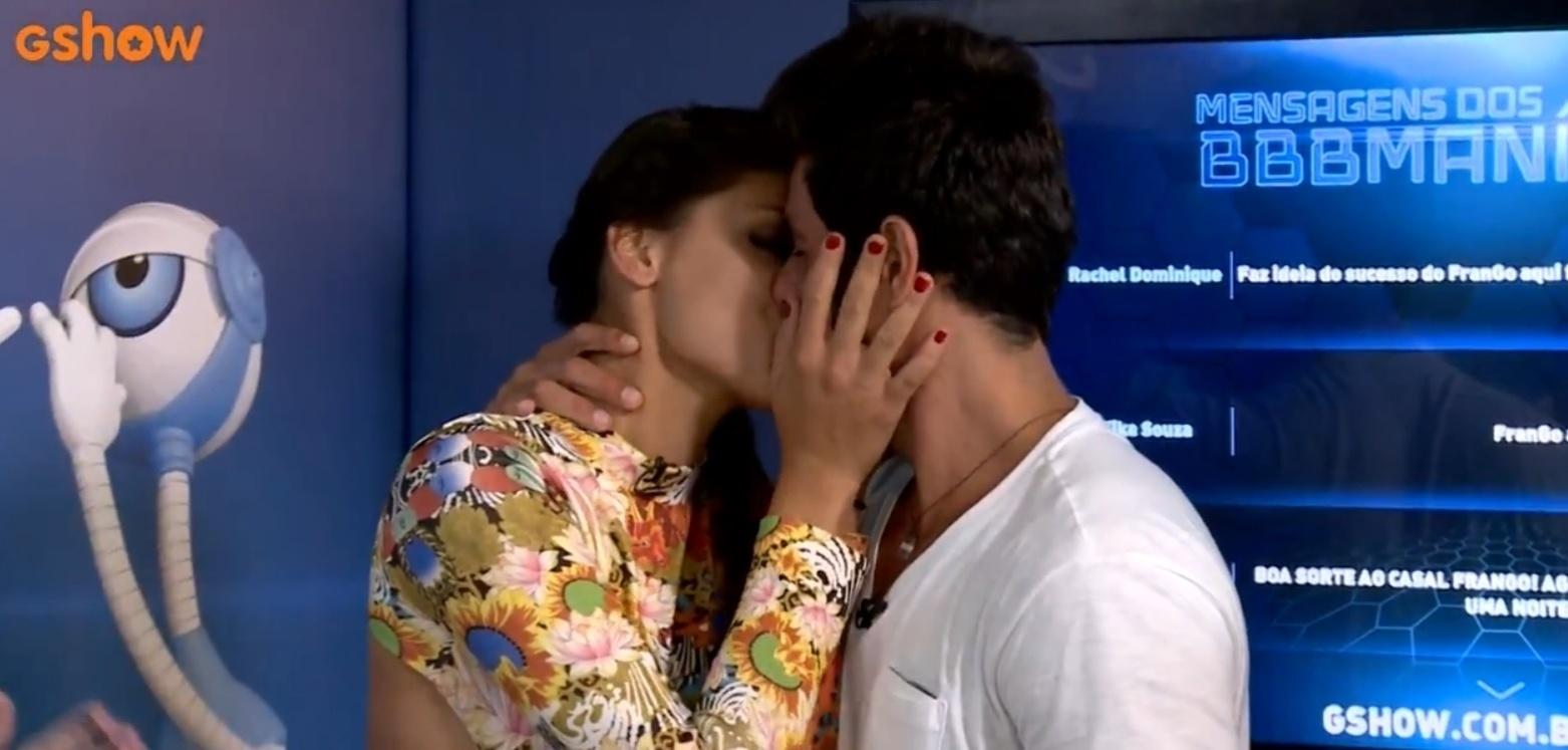 19.mar.2014 - Ao deixar a casa, Diego reencontra Franciele e o casal FranGo se beija