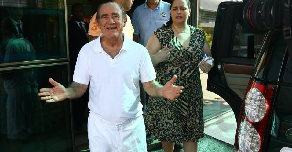 19.mar.2014- O humorista, de 79 anos, sofreu um infarto um dia depois da festa de 15 anos de sua filha Livian