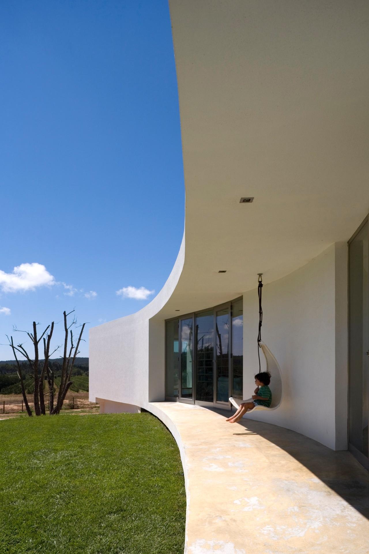 #215BAA  vidros. Em Portugal próximo à Lagoa de Óbidos com projeto de 742 Janelas Vidros Duplos Lisboa
